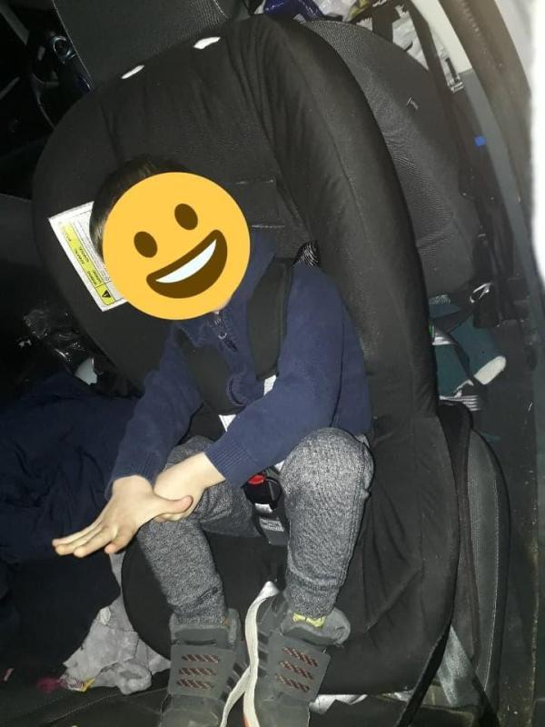 dos-route-voiture-enfants-securite-routiere