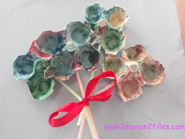 bouquets-fleurs-multicolores-boite-oeufs