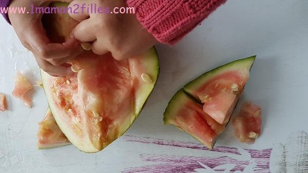 enfant-nature-graines-legumes