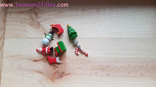 tube-de-noel-bac-sensoriel-enfants-figurines