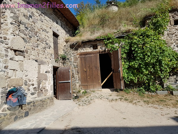 sorties-famille-fontaines-petrifiantes-auvergne-grotte-fromage-nectaire