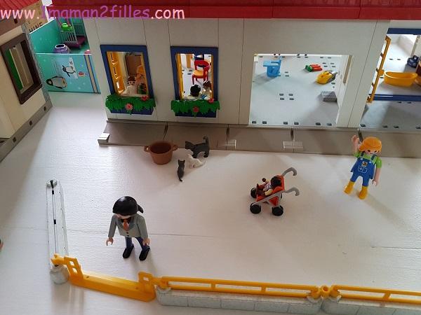table-jeu-playmobils-addiction-enfants-parents